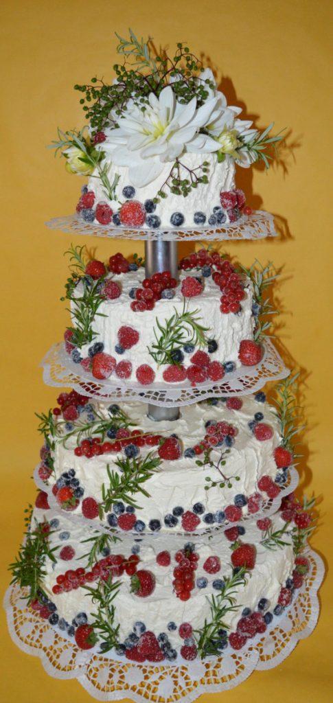 Hochzeitstorte Mit Blumen Fruchten Und Krautern 1641x3466 Plecher