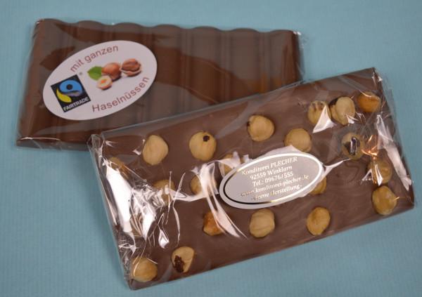 FAIRTRADE Vollmilchschokolade mit ganzen Haselnüssen